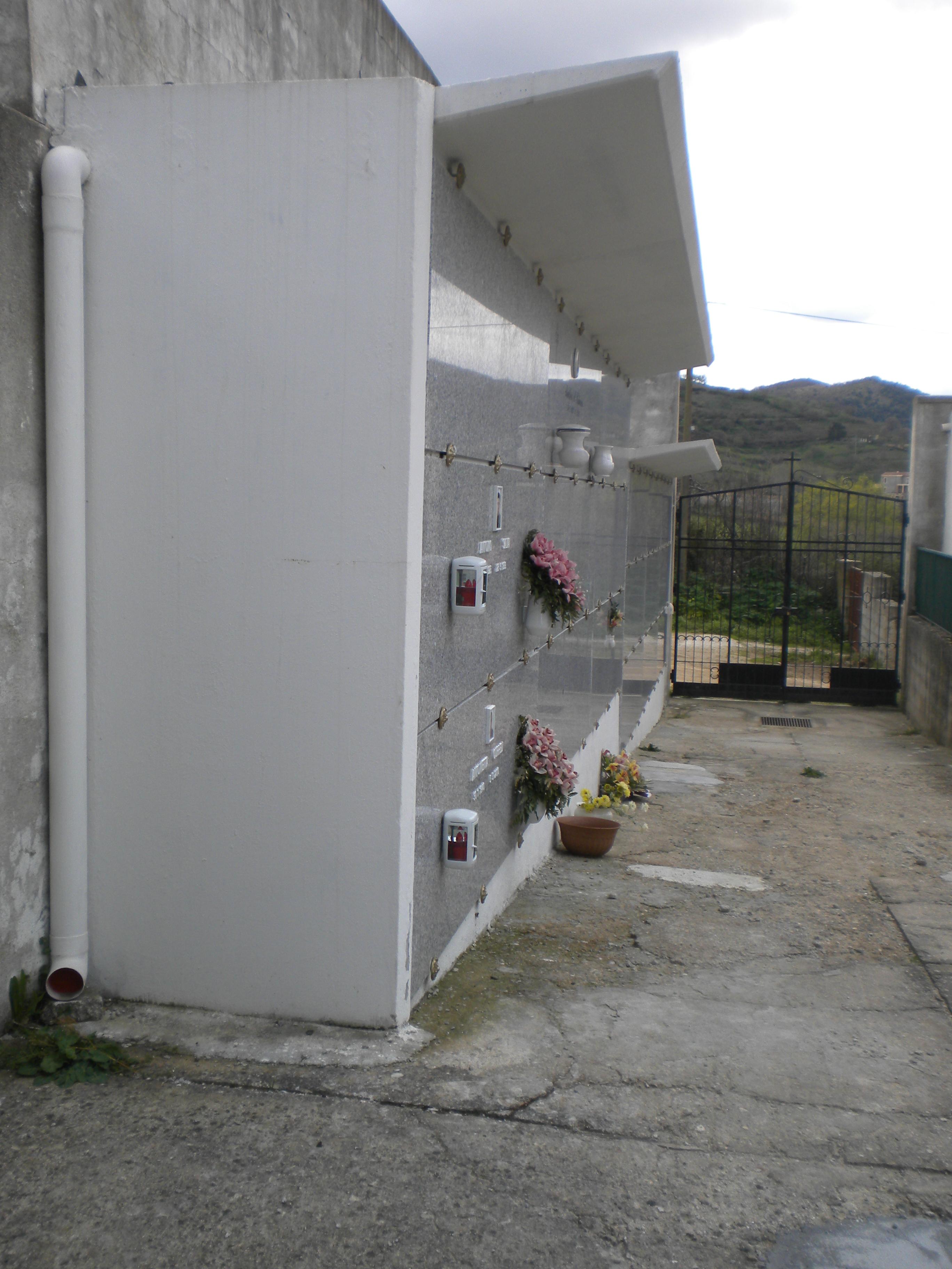 Loculi cimiteriali prefabbricati con apertura laterale in for Arredi cimiteriali